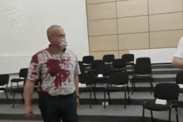 """""""ნაციონალური მოძრაობის"""" წევრს, ზუგდიდის საკრებულოს სხდომათა დარბაზში წითელი საღებავი შეასხეს (ვიდეო)"""