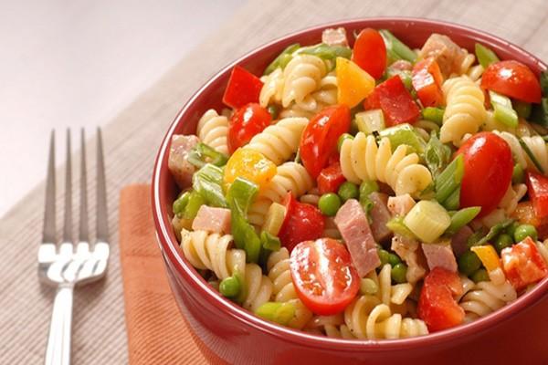 იტალიური სალათი ლორით