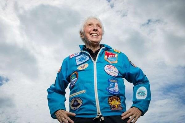 რას ჰყვება 82 წლის უოლი ფანკი, რომელმაც კოსმოსში ჯეფ ბეზოსთან ერთად იმოგზაურა