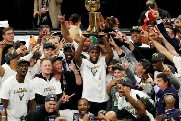 """""""მილუოკი ბაქსის"""" კალათბურთელები 50 წლის განმავლობაში პირველად NBA-ს ჩემპიონები გახდნენ"""