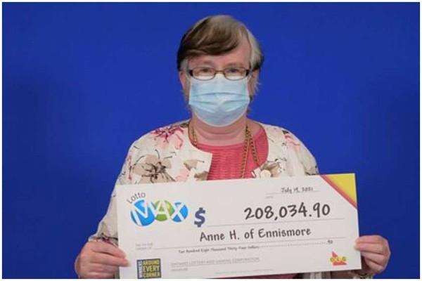 კანადელი ქალი 5 წელი ლატარიაში ერთსა და იმავე ციფრებს ირჩევდა და ჯეკპოტი მოიგო