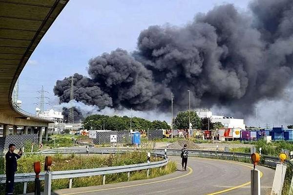 გერმანიაში, ქალაქ ლევერკუზენში მდებარე ქიმიური საწარმოს ტერიტორიაზე ძლიერი აფეთქება მოხდა