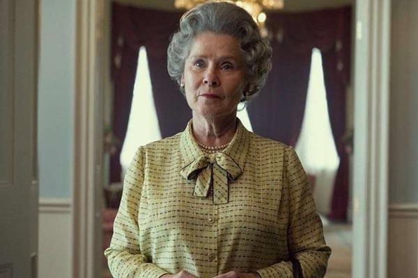 როგორ გამოიყურება დედოფალი ელისაბედი Netflix-ის ახალ სერიალში. პირველი ფოტო გადასაღები მოედნიდან
