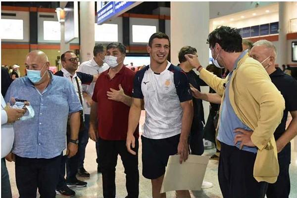 კახა კალაძე ოლიმპიელებს აეროპორტში დახვდა