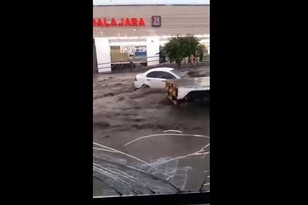 მექსიკაში წყალდიდობაა (ვიდეო)