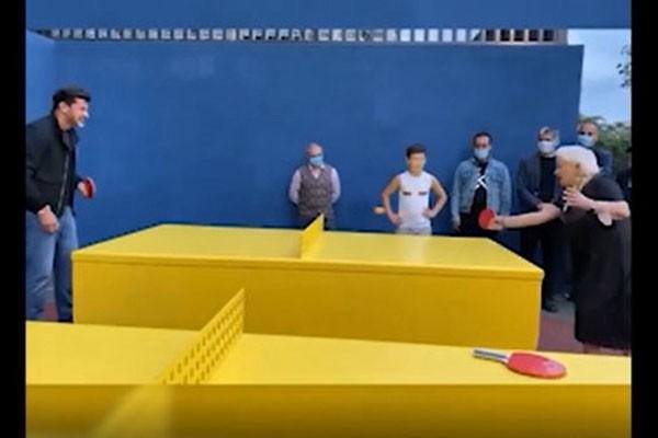 ნახეთ როგორ თამაშობს 76 წლის გულიკო იმნაძე მაგიდის ჩოგბურთს კახა კალაძესთან ერთად  (ვიდეო)