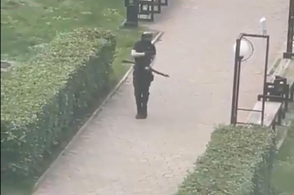 პერმის უნივერსიტეტში შეიარაღებულმა თინეიჯერმა 5 სტუდენტი მოკლა (ვიდეო)