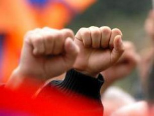 ubiZgebs-Tu-ara-xelisufleba-opozicias-revoluciisken