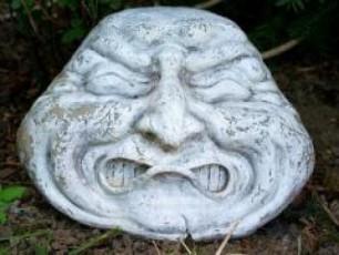 moparul-skulpturebs-Zvelmanebis-bazrobaze-miakvlies