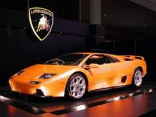 mravalgzis-gayiduli-Lamborghini