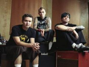 jgufi-Blink-182-is-axali-albomi