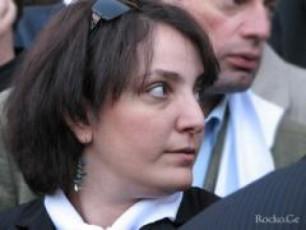 Tina-xidaSeli-xelisufleba-moaxloebuli-gardauvali-damarcxebis-molodinSia