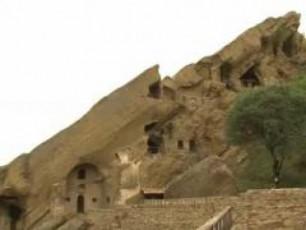 daviT-garejis-monastris-teritoriaze-azerbaijaneli-mesazRvreebi-momlocvelebs-ar-uSveben-VIDEO