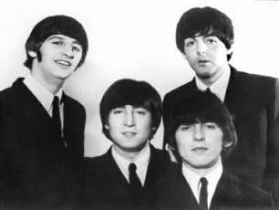 msoflio-The-Beatles-is-dRes-aRniSnavs