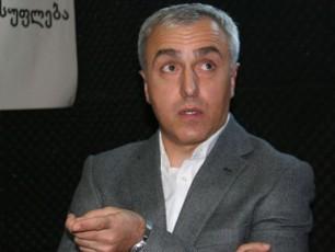 dRes-roca-alkoholi-legalizebulia-ra-garantia-gvaqvs-rom-avtobusis-mZRols-ar-aqvs-erTi-boTli-arayi-daleuli