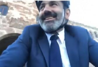 nikol-faSiniani-samsaxurSi-velosipediT-mivida-video