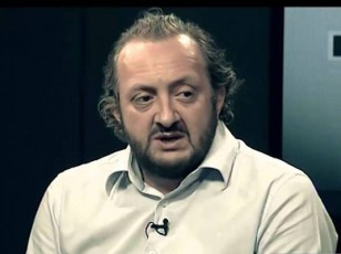 margvelaSvili-iyo-politikuri-don-kixoti-romelic-qaris-wisqvilebs-ebrZoda