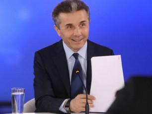 ivaniSvili-meore-turis-albaTobaze-saubrobs