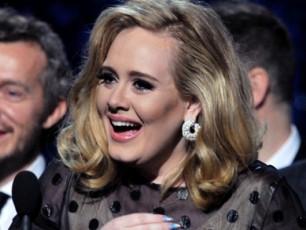 Billboard-Music-Awards-is-triumfatori-adeli-gaxdaVIDEO
