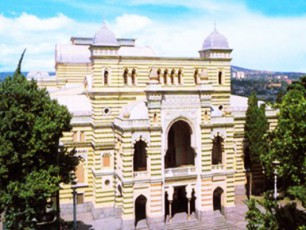 operis-Teatris-sabaleto-dasi-iaponiaSi-miemgzavreba