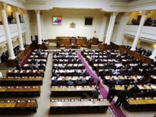 parlamentis-erT-erTi-komitetis-Tavmjdomarem-lamis-nivTebi-dalewa