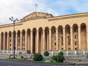 parlamentis-mediacentri-Cveul-reJimSi-imuSavebs