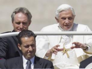 romis-papis-kamerdinerma-benediqt-XVI-s-Sendoba-sTxova