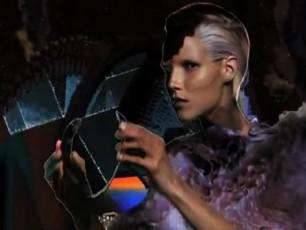 Alexander-McQueen-is-futuristuli-sareklamo-kampania-VIDEO