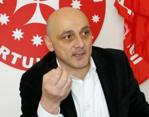 baRaTuria--ori-dRea-gakotrebuli-da-xelmocaruli-politikosi-saakaSvili-opoziciis-lanZRviT-erToba