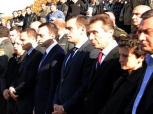 ministrebi-agvistos-omSi-daRupuli-jariskacis-rezo-alaverdaSvilis-dakrZalvis-ceremonias-daeswrnen