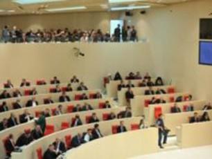 sakonstitucio-cvlilebebis-proeqti-parlamentma-II-mosmeniTac-miiRo