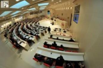 parlamenti-dRes-riggareSe-sesiis-formatSi-muSaobas-ganaaxlebs