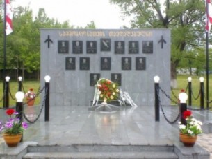biZina-ivaniSvilma-ministrebTan-erTad-agvistos-omSi-daRupul-gmirTa-memoriali-gvirgviniT-Seamko