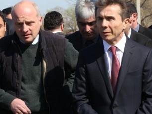 premier-ministri-biZina-ivaniSvili-da-soflis-meurneobis-ministri-daviT-kirvaliZe-sagazafxulo-samuSaoebis-mimdinareobas-sofel-TamarisSi-daeswrnen