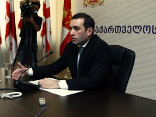 irakli-alasania--droa-azerbaijanTan-da-TurqeTTan-samxedro-industriis-kuTxiT-sammxrivi-TanamSromlobis-formati-Seiqmnas