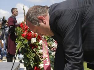 giorgi-margvelaSvilma-agvistos-omSi-daRupul-gmirTa-memoriali-gvirgviniT-Seamko