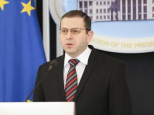 asocirebis-xelSekrulebis-xelmoweris-ufleba-premier-ministrs-gadaeca