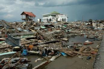 indoneziaSi-cunamis-gamo-daRupulTa-raodenoba-gaizarda