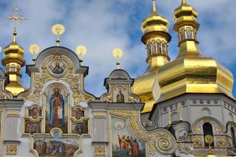 konstantinepolma-ukrainis-eklesia-ar-Seqmna-cariel-adgilas-aramed-Seqmna-moskovis-sapatriarqos-iurisdiqciis-qveS-arsebuli-eklesiis-teritoriaze