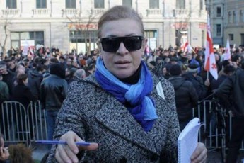 Jurnalisti-afeTqebaze-gulaoben-beJuaSvilisnairi-mafiozebi-da-sisxliT-morwyul-gzaze-bednierebi-dadian