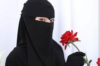 Seicavs-Tu-ara-terorizmis-safrTxes-niqabiTa-da-burkiT-turistebis-siaruli