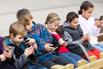 didi-britaneTis-skolebSi-SesaZloa-smartfonebi-aikrZalos