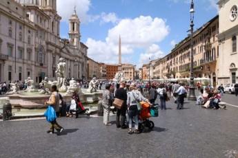 romSi-turistebis-Sav-sias-adgenen