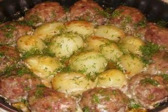 katletebi-kartofiliT-araJnisa-da-tomatis-sousSi