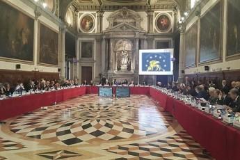 veneciis-komisia-sasamarTlos-politikuri-gavlenebisgan-gaTavisuflebas-iTxovs