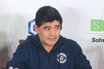 maradona-fexburTidan-wasvlas-apirebs