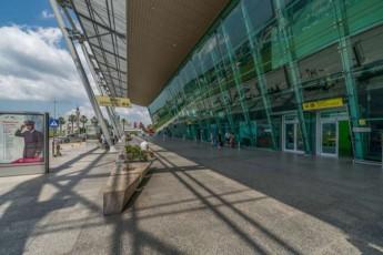 albaneTis-aeroportidan-25-milioni-gaitaces