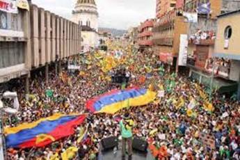 amerikul-aviakompaniebs-venesuelaSi-dabal-simaRleze-frena-aekrZalaT