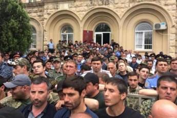afxazeTSi-opoziciam-uvado-protesti-gamoacxada-rusi-turistebi-garbian