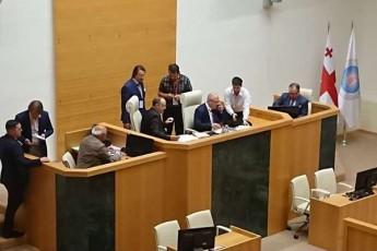gavrilovma-saqarTvelos-parlamenti-usisxlod-aiRo